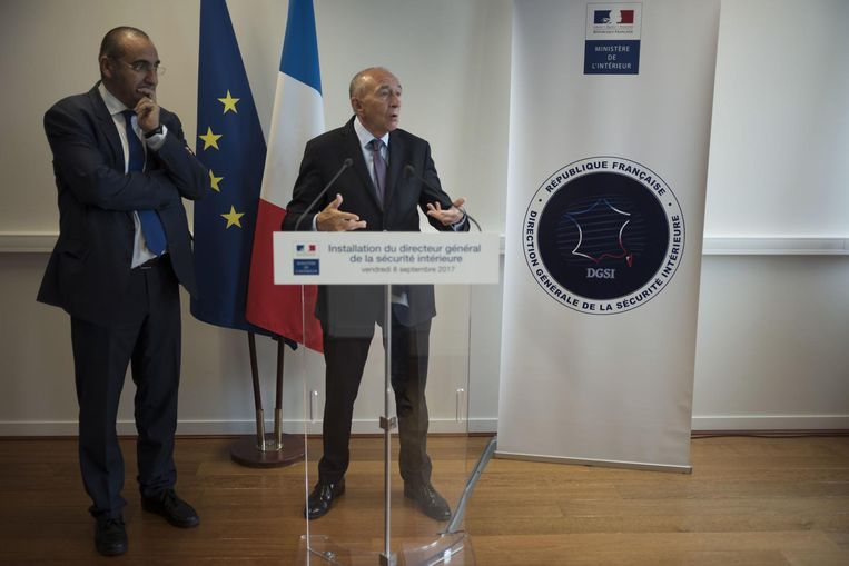 De Franse minister van Binnenlandse Zaken Gérard Collomb (R).