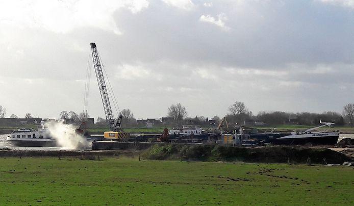 Granulietstort in de plas Over de Maas, stroomopwaarts van Heerewaarden. De foto is van februari 2020.