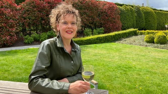 """Waar drinkt actrice Bianca Vanhaverbeke straks haar eerste wijntje? """"Stukje dichter bij het podium"""""""