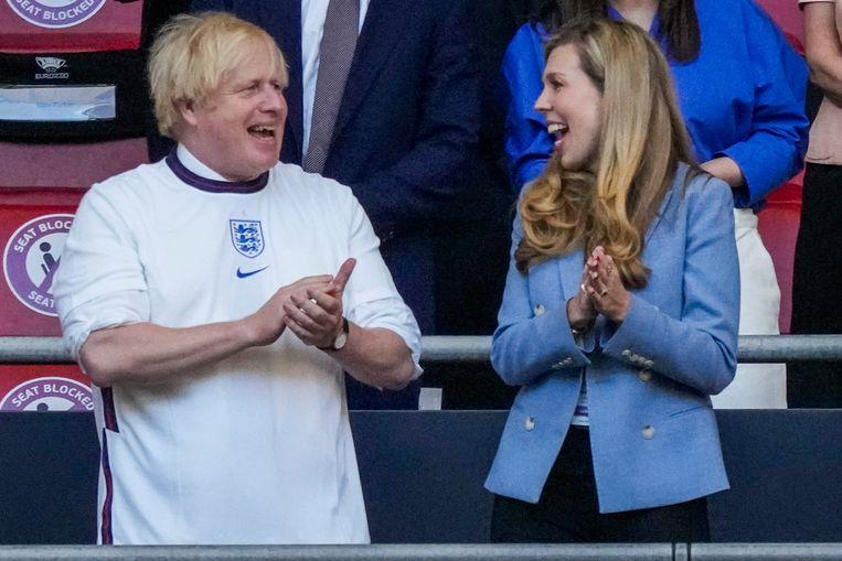 Premier Boris Johnson en zijn vrouw Carrie.  Beeld AP