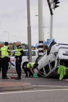 Auto slaat over de kop bij ongeval op Deltaweg in Goes
