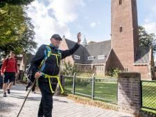 Robin (55) uit Zweden loopt via Twente naar Glasgow voor beter klimaat: 'Overheden verwoesten de natuur'