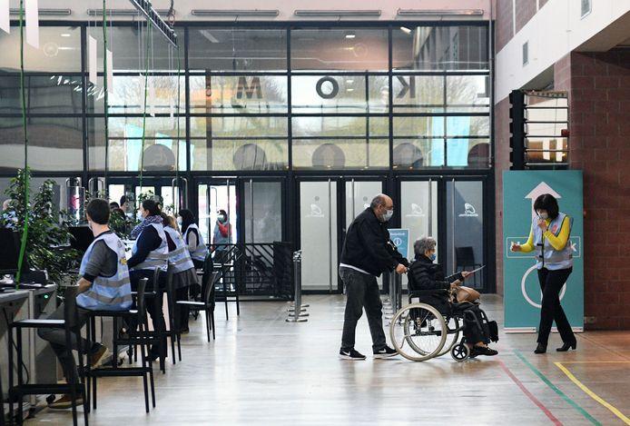 De vaccinaties in de Brabanthal in Leuven volgen nauwgezet de planning van Vlaanderen en dat levert amper overschotjes op.