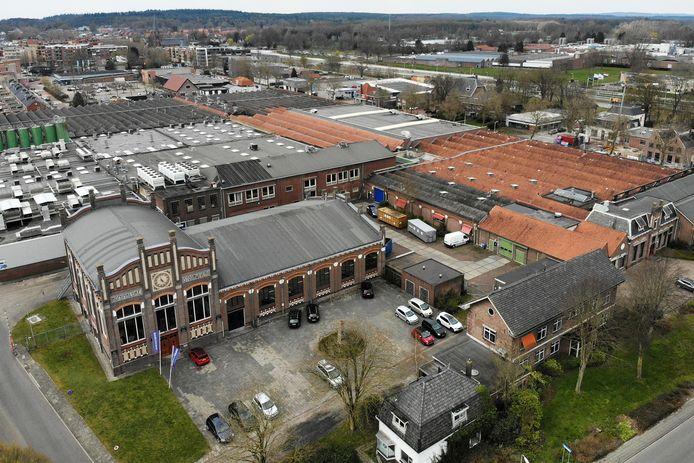 De komende tien jaar mogen in de gemeente Hellendoorn honderden woningen meer worden gebouwd dan met de provincie Overijssel was afgesproken, onder meer op het fabrieksterrein van Koninklijke ten Cate op de hoek Grotestraat /Hoge Dijkje richting het centrum van Nijverdal.