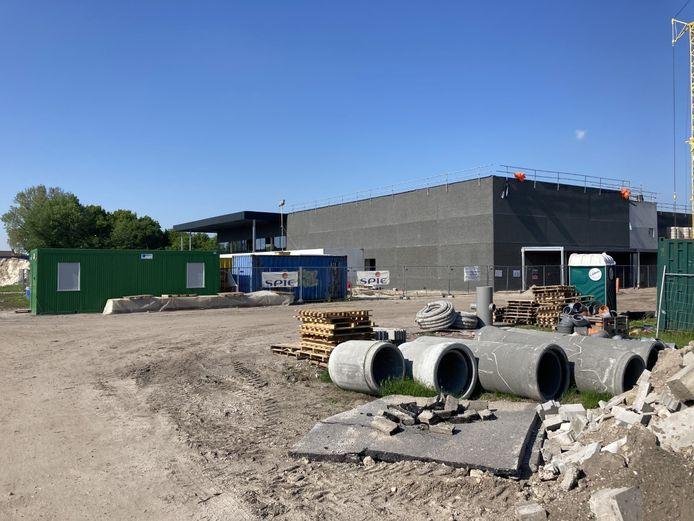 De werken aan het sportcomplex in Moerbeke liggen stil na een beslissing van de Raad voor Vergunningsbetwistingen.