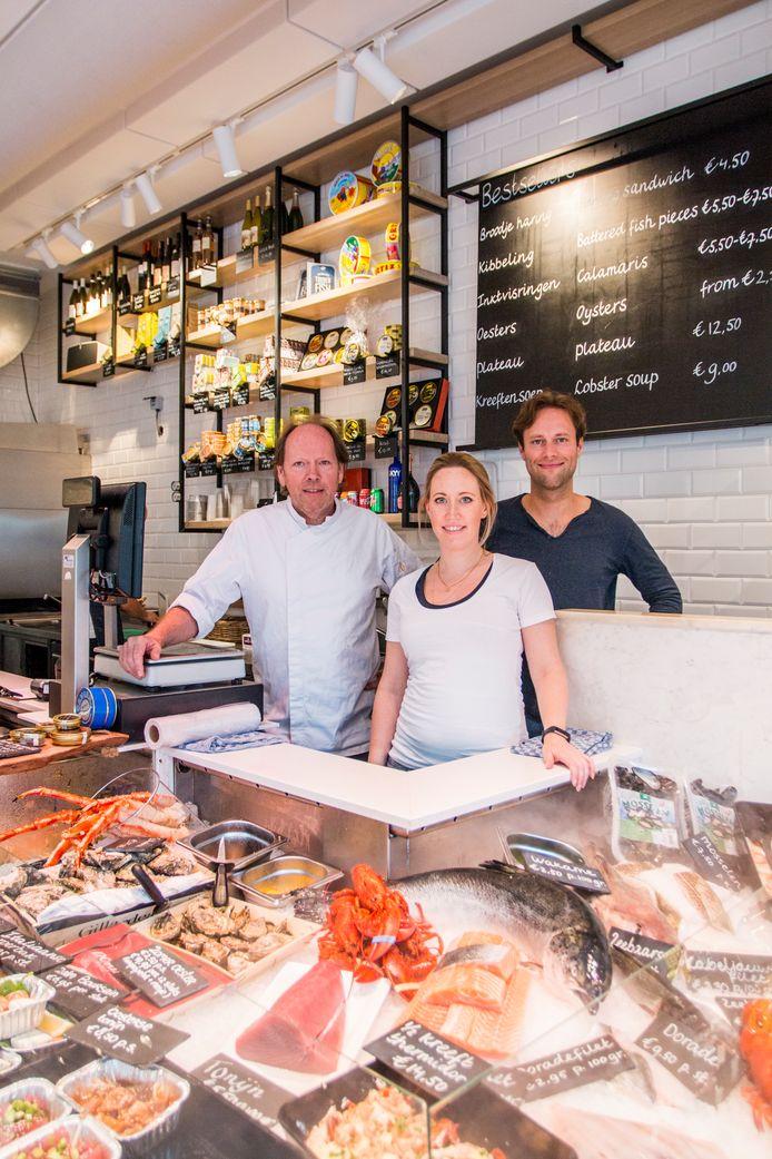 De familie De Visscher in een van hun zaken in Amsterdam