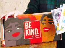 """Ellen DeGeneres, accusée d'être méchante, vend une boîte remplie de ses """"objets préférés"""" baptisée """"Sois gentil"""""""