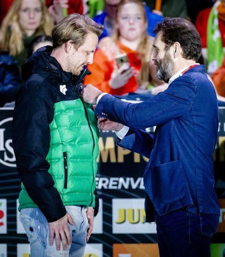 Gouden speld voor Zwollenaar Michel Mulder bij schaatsafscheid