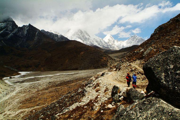 Klimmers op weg naar hun basiskamp op de Mount Everest, april 2007.  Beeld Getty