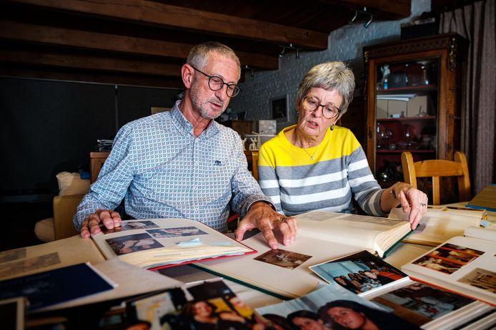 Paul et Betty Marchal ont ressorti leurs vieux albums de famille.