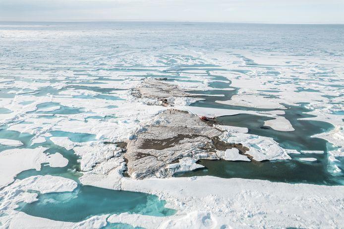 Een afbeelding van het kleine eiland buiten de kust van Groenland, dat per ongeluk ontdekt werd tijdens een expeditie.