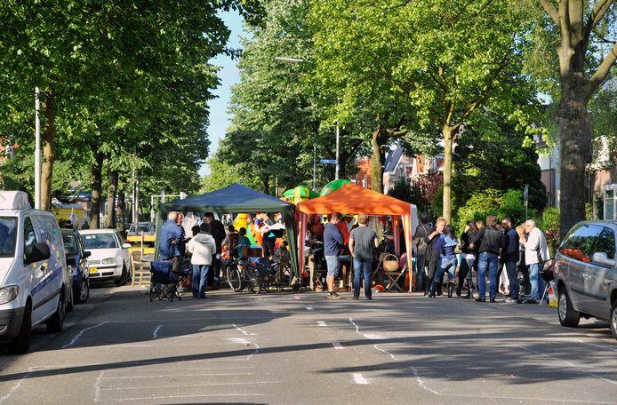 Straatfeesten worden afgelast omdat bezoekers op hun coronapas gecontroleerd moeten worden.