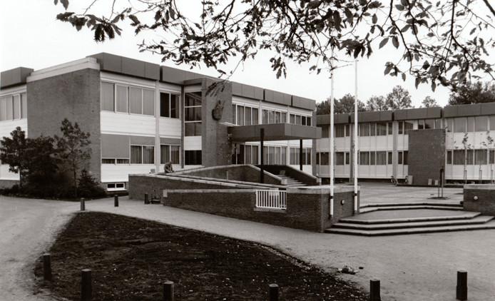 De uitbreiding van het gemeentehuis in Hapert (1987).