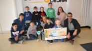 Leerlingen schenken cheque aan vzw Cosydogs als dank voor bezoekjes van hond Lizzy