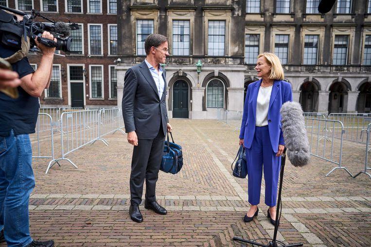 Mark Rutte en Sigrid Kaag na afloop van een eerder gesprek met informateur Mariette Hamer over de kabinetsformatie. Beeld ANP