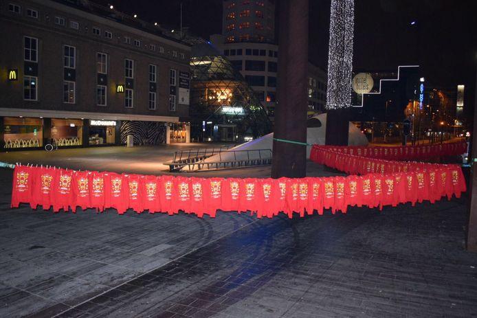 PSV-hoofdsponsor energiedirect.nl hing vrijdagmorgen het centrum van Eindhoven vol PSV-kersttruien.