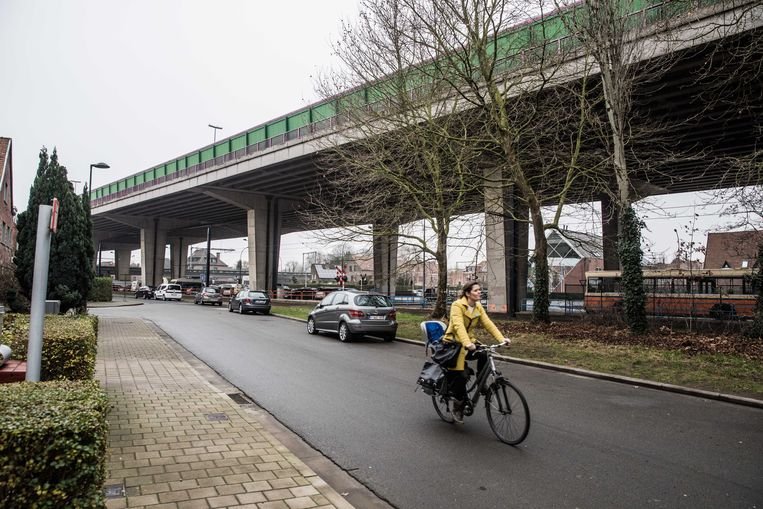 Het viaduct in Gentbrugge, beter bekend als het 'brokkelviaduct'.