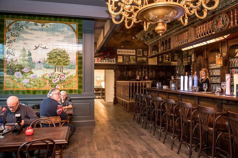 Michelle's Pub is een authentieke bruine kroeg die veel warmte en gezelligheid uitstraalt.