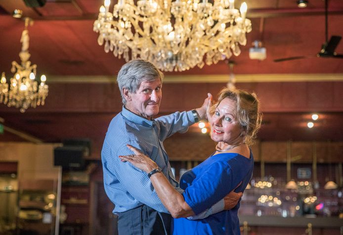 Benno en Metzie Wesseling van dansschool Van der Meulen-Wesseling aan de Laan van Meerdervoort geven al vijftig jaar dansles. Tijdens de lockdown voelde het even alsof ze met pensioen moesten.