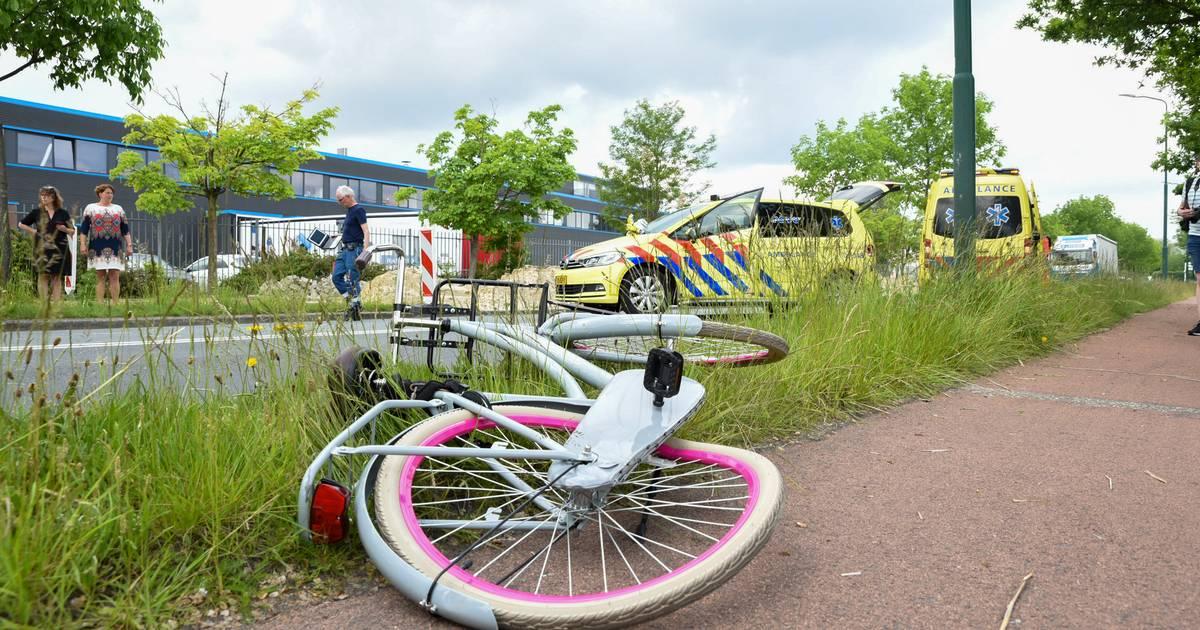 Fietser zwaargewond bij aanrijding met vrachtwagen in Veenendaal; traumaheli geland.