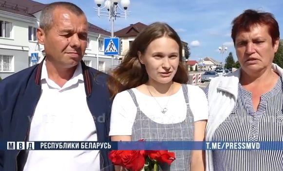 Yulia en haar biologische ouders.