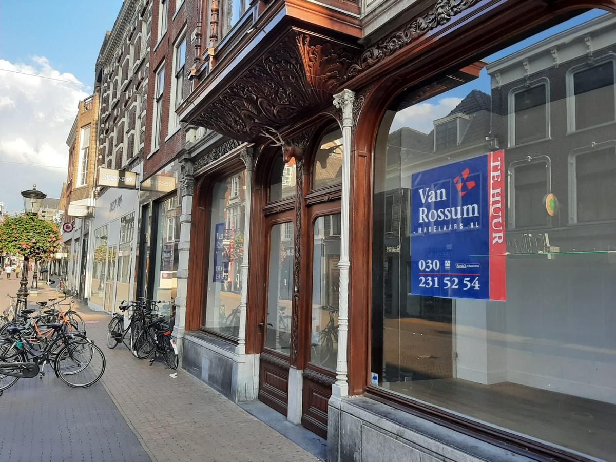 Een leegstaand pand aan de Steenweg in Utrecht.