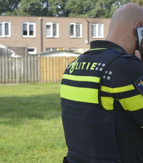 Man (76) loopt met kapmes over straat in Breda na mishandeling vrouw, politie lost waarschuwingsschot