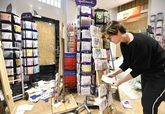 Ondernemer Maaike Neufeglise in haar vernielde Primera winkel. De zaak is pas onlangs heropend.