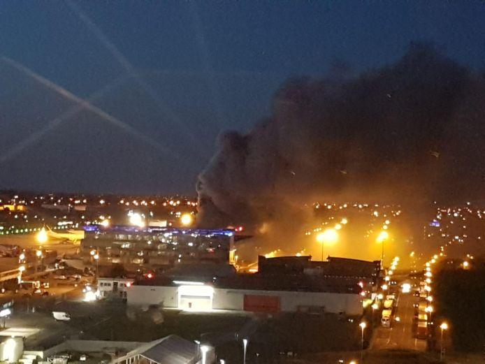 L'incendie s'est déclaré vers 22h20, l'alerte a été donnée par des employés de l'aéroport.