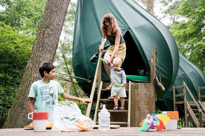 Camping de Hertshoorn in Garderen kreeg onder andere bekendheid met tenten die als druppels in bomen hangen.