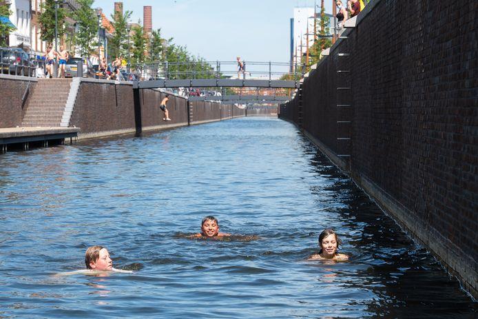 Een zwemverbod in de haven van Zevenbergen? Betuttelend, vindt de VVD.