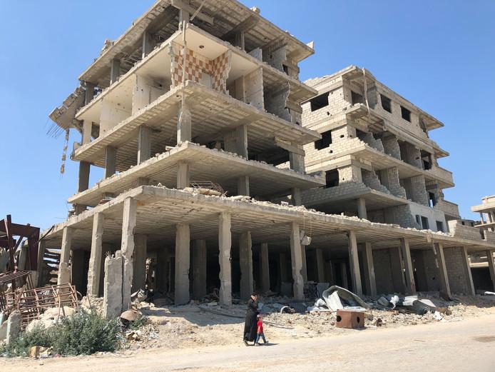 Eén van de duizenden gebouwen in Syrische steden waarvan alleen het geraamte nog overeind staat. Foto Merlijn Stoffels/Rode Kruis