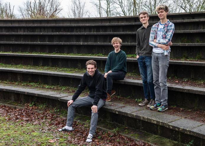 Van links naar rechts: Luuk, Rick, Boy, Thomas maakten een documentaire over De Ruimte