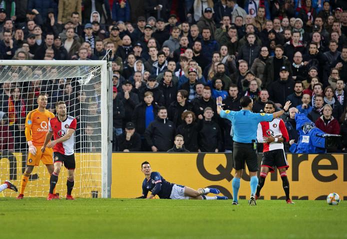 Er hangt Feyenoord een wedstrijd met een leeg Vak S boven het hoofd.