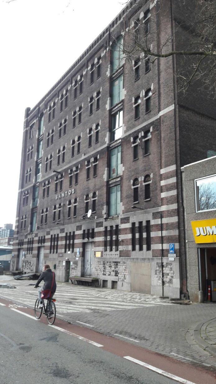 Het monumentale pakhuis Santos staat al jaren leeg.