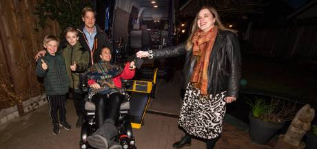 Hoera, gulle gevers zorgen voor nieuwe rolstoelbus voor Rijssense Rianne (34)