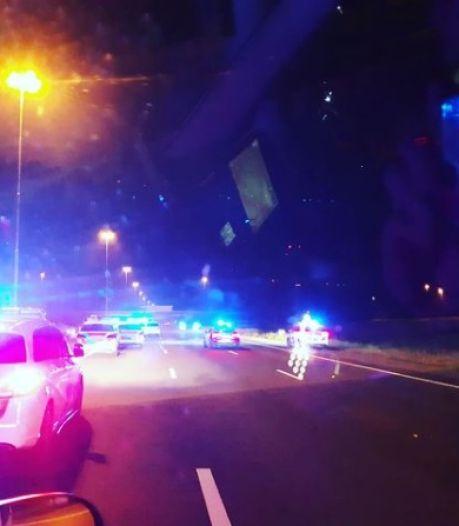 Bizarre politie-achtervolging: autodief scheurt met 170 km/u tegen het verkeer in over de A2