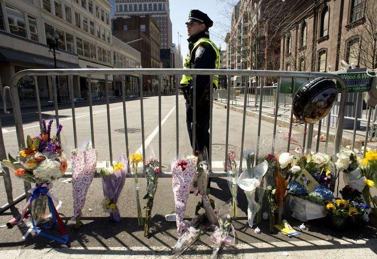 Bloemen bij een gedenkplaats in Boston. Beeld afp