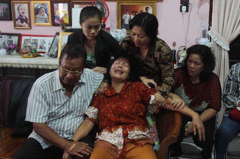 Familieleden van vermiste passagiers. Beeld AFP