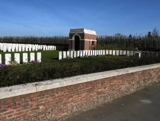 """Drie Britse militaire begraafplaatsen gerestaureerd met Vlaamse steun: """"Hier start vredeseducatie"""""""