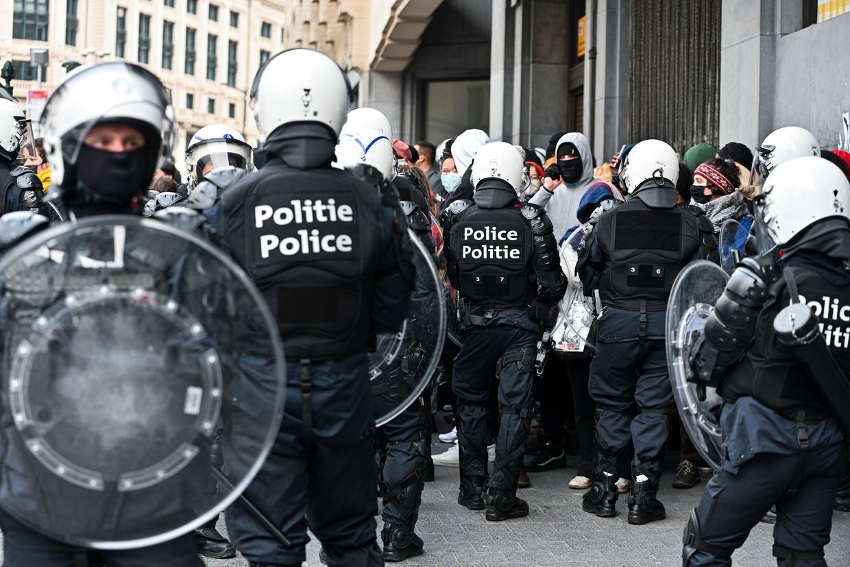 Een manifestatie op zondag 24 januari mondde uit in bijna 250 arrestaties, hardhandig politieoptreden en nu dus in een veroordeling van het geweld door de vakbond. Beeld ISOPIX