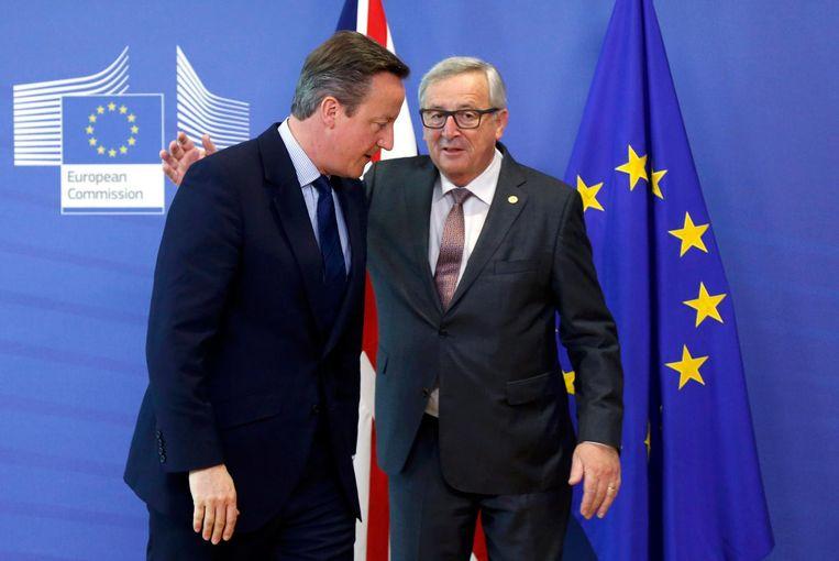 Cameron (L) en Juncker in Brussel. Beeld reuters