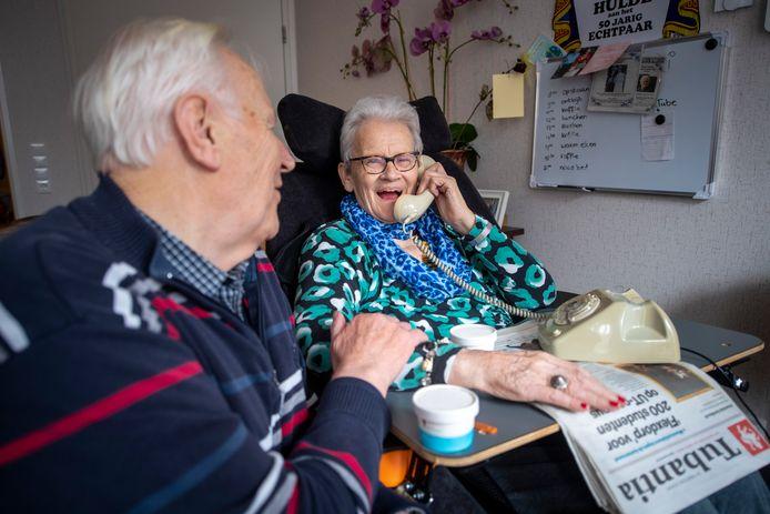 Het belang van streektaal in de ouderenzorg: Hennie Engelbertink uit Rossum en zijn dementerende vrouw die alleen nog in het Twents benaderd kan worden.