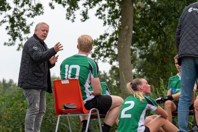 Jacky de Vries heeft met KV Elburg de eerste zege van het seizoen geboekt tegen DWS (17-12).