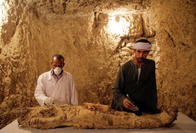 De tombes bevinden zich in de buurt van Luxor, vlakbij de tempel van Hatsjepsoet en de Vallei der Koningen. Beeld EPA