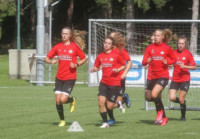 De vrouwen van PSV zijn in quarantaine gegaan wegens een aantal positieve coronatesten.