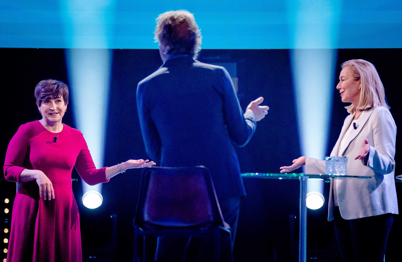 Lijsttrekkers Lilianne Ploumen (PvdA) en Sigrid Kaag (D66) met elkaar in debat tijdens de eerste uitzending van Pauws verkiezingsdebatten.  Beeld ANP