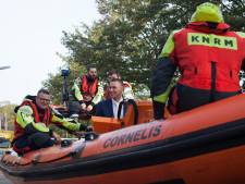 Per reddingsboot naar bruid op Urk