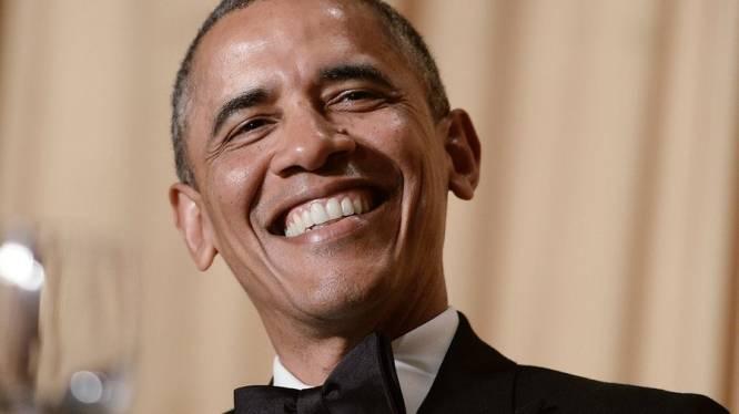 Obama doet stand-up en grapt over Obamacare, zichzelf en Republikeinen