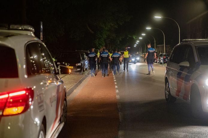De politie in Deventer stuurde vannacht weer feestende jongeren naar huis die voor overlast zorgden langs de IJssel.